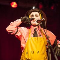 DadaPompiere Cabaret Dada (Festival voix d'Amerique 2008). Photo © Caroline Hayeur
